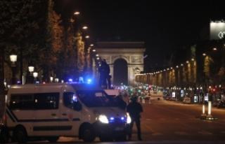 Hollande: Olayla ilgili ilk bilgiler olayın bir terörist...