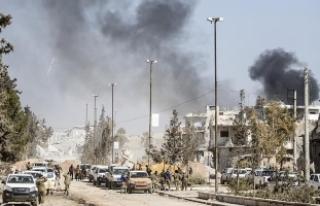 Suriye rejiminin kuşattığı Vaer'den tahliyeler...