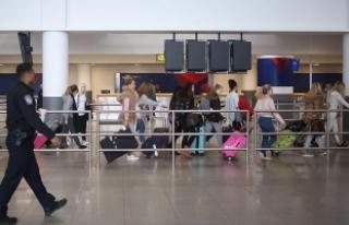 Unutkan yolcular yüz binlerce dolarlık bozuk para...