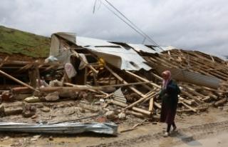Bayburt'ta şiddetli rüzgar ve hortum hasara...