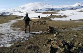 Erzurum ile Ardahan arasındaki kırsalda bir terörist...