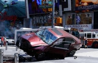 New York'ta kaldırıma çıkan aracın sürücüsü'...