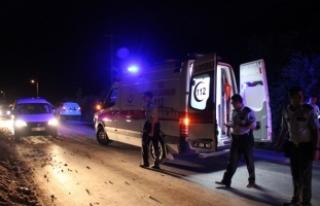 Konya'da otomobil kum yığınına çarptı:...