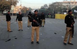Pakistan'da bombalı araç saldırısı: 11 ölü,...