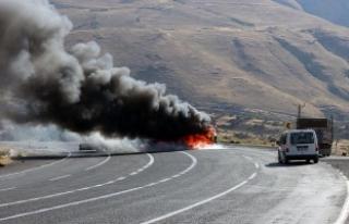 PKK'lılar, Tunceli-Pülümür karayolunda araç...