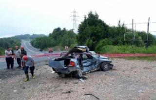 Zonguldak'ta otomobil ile askeri araç çarpıştı:...