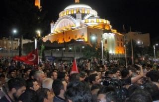 15 Temmuz'da 90 bin camide minarelerin ışıkları...