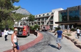4 yıldızlı otelde yangın çıktı, 13 kişi dumandan...