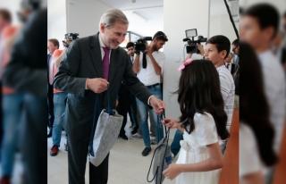 AB Komisyonu Üyesi Hahn göçmen sağlığı eğitim...