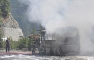 Artvin'de seyir halindeki otobüs yandı