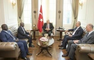 Başbakan Yıldırım, Gambiyalı Bakan Darboe'yi...