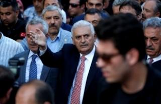 Başbakan Yıldırım, vatandaşlarla 15 Temmuz Şehitler...
