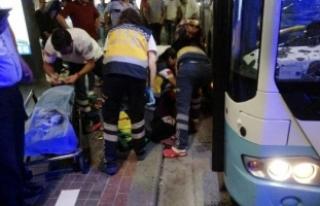 Belediye otobüsü yolculara çarptı: 5 yaralı
