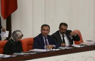 Adalet Bakanı Bozdağ: Türkiye cezaevlerinde 85...
