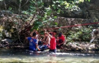 Dere kıyısında mahsur kalan yaralı kurtarıldı