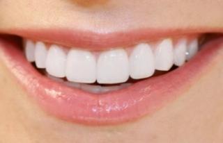 """""""Diş beyazlatan market ürünleri kullanılmamalı"""""""