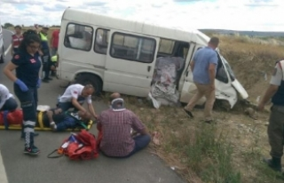 Edirne'de tarım işçilerini taşıyan minibüs...