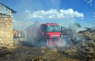 Erzincan'daki yangında 9 ev etkilendi, 5 kişi...
