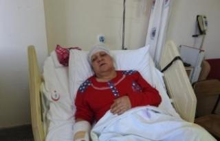 Eşinin başına nacakla vurup ağır yaraladı