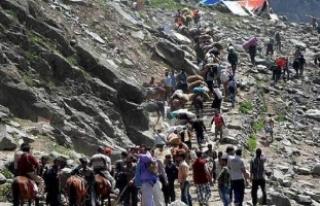 Hindu hacıları taşıyan otobüse silahlı saldırı:...