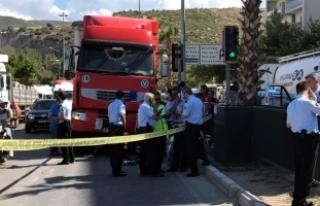 İzmir'de tır anne ile kızına çarptı