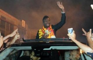 Kayserispor'un yeni transferi Gyan'a taraftarlardan...