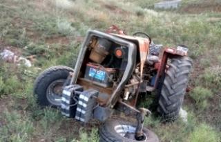 Kırıkkale'de devrilen traktörün altında...
