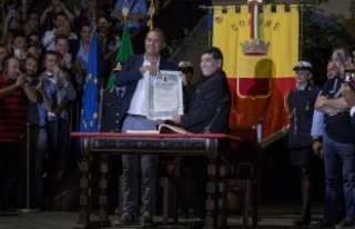 Maradona'ya Napoli'den 'fahri vatandaşlık'
