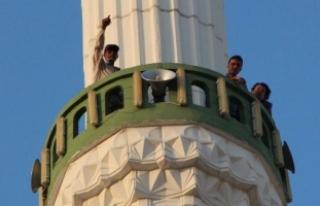 Minareye çıkıp atlayacağını söyledi, eşi barışma...