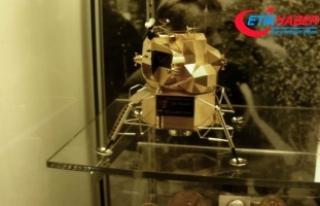 """Neil Armstrong müzesindeki """"Altın Ay Modülü""""..."""