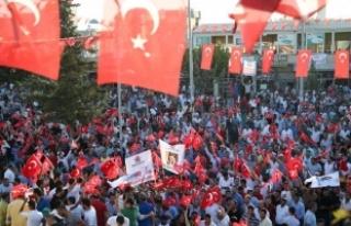 Suruç'ta Türk bayraklarıyla PKK terörüne...