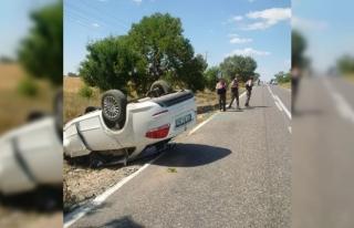 Takla atan otomobildeki anne ve bebeği yaralandı