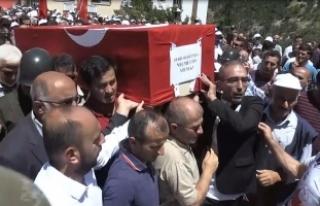 Teröristlerin şehit ettiği öğretmen için cenaze...