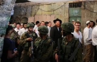 Fanatik Yahudi yerleşimciler Aksa'nın avlusuna...
