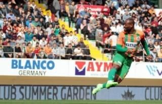 Vagner Love'dan 30 gol sözü