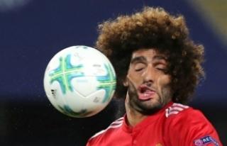 Yüzüne Top Çarpan Futbolcu Fellaini'nin Fotoğrafı...