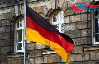 Almanya seçimin galibi Merkel oldu