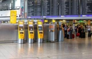 """""""Almanya'da havalimanında gaz saldırısı""""..."""