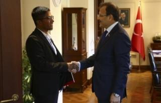 Çavuşoğlu, Avrupa Rohingya Konseyi Başkanı Kyaw'ı...