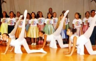 Çocuklar, şarkılarla barış mesajı verdi
