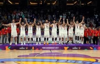 İspanya, Rusya'yı 93-85 yenerek bronz madalyanın...