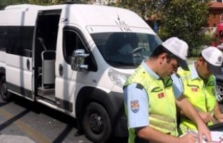 Okul servisi sürücüsü ehliyetsiz çıktı