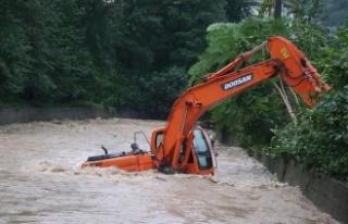 Rize'de bazı ilçelerde eğitime şiddetli yağış...