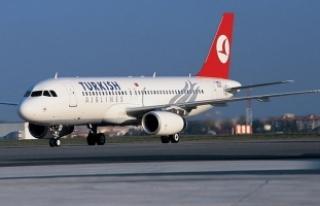 Yıldırım isabet eden uçak Atatürk Havalimanı'na...
