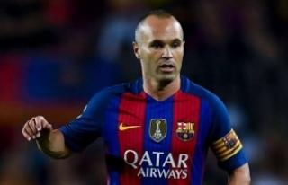 """Barcelona, Kaptanı Iniesta ile """"Ömür Boyu""""..."""