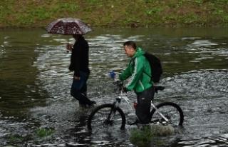 Çin'de sel nedeniyle 26 bin 700 kişi tahliye...
