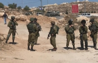 Filistinliler yıllardır kapalı olan köy yollarının...