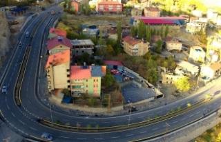Hakkari'de çamurdan geçilmeyen yollar asfaltlandı
