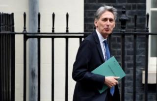 """İngiltere Maliye Bakanı Hammond AB'yi """"düşman""""..."""