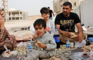 Kerkük'ten Erbil'e kaçan aileler yardım...